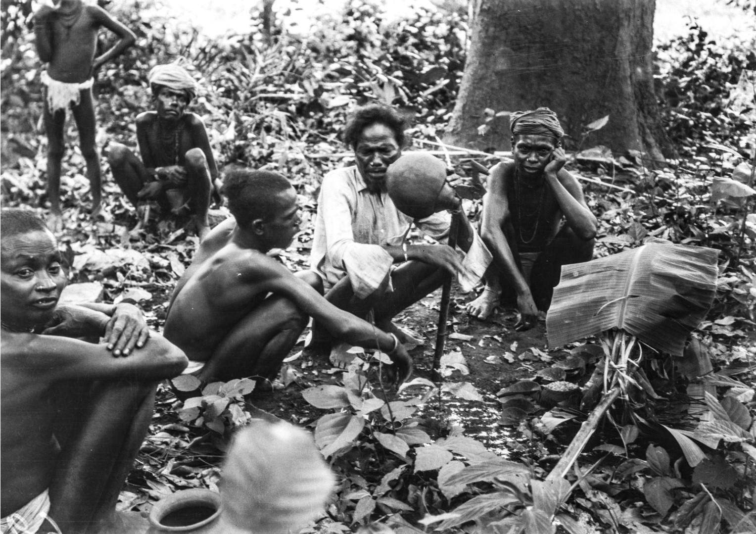 753. Орисса. Группа людей во время церемонии жертвоприношения