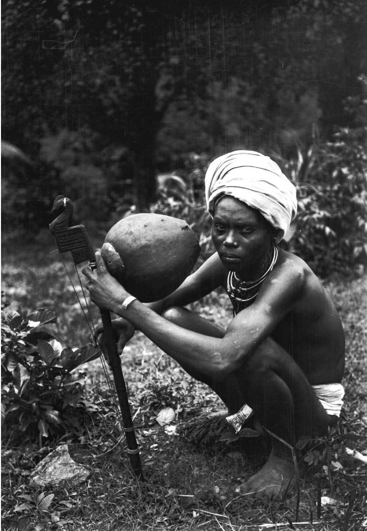 757. Орисса. Мужчина со струнным инструментом