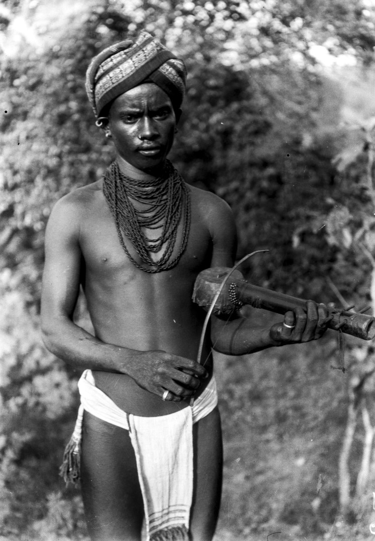 764. Орисса. Мужчина с струнным инструментом