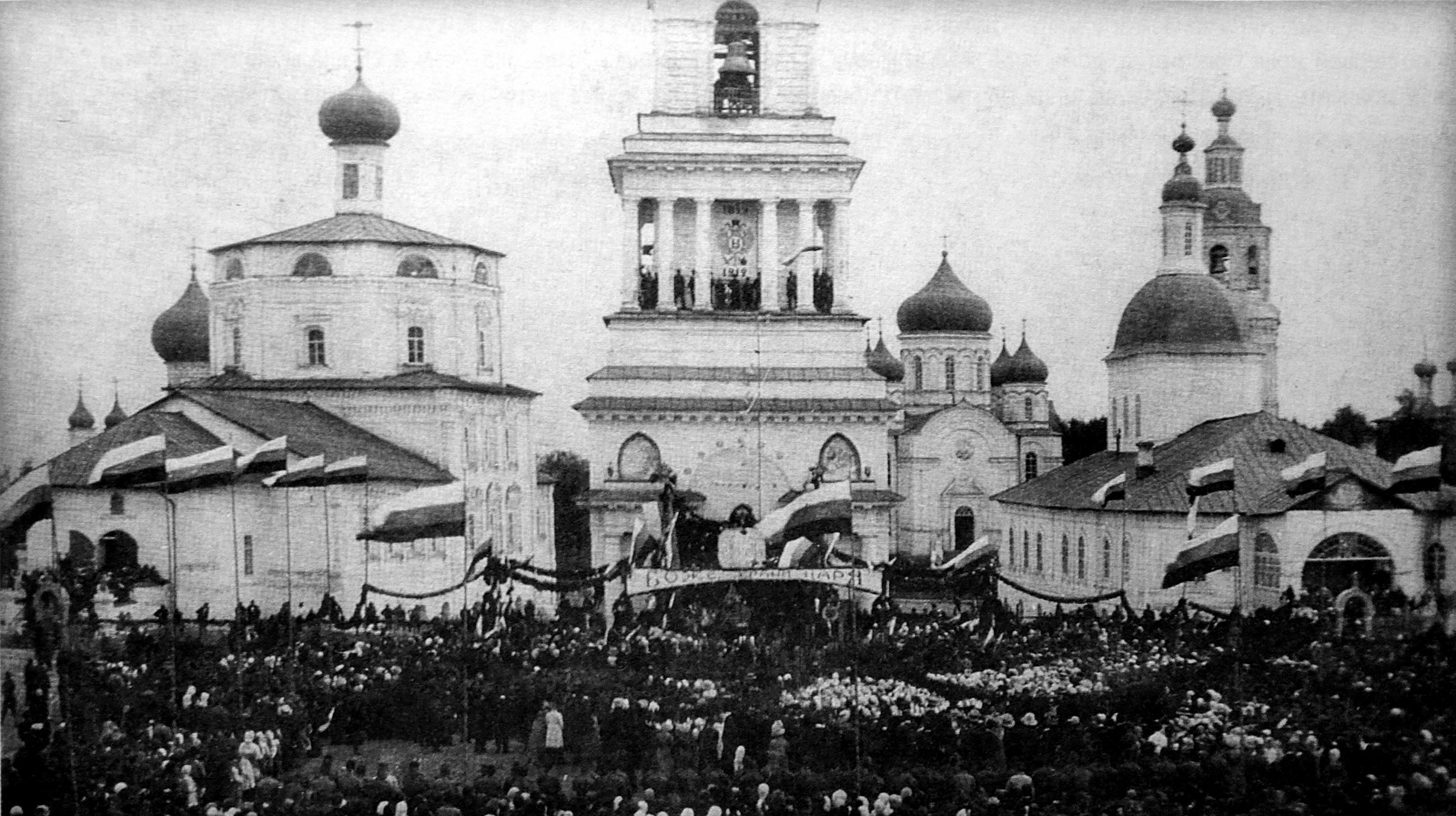 Соборная площадь. Столетие Отечественной войны 1812