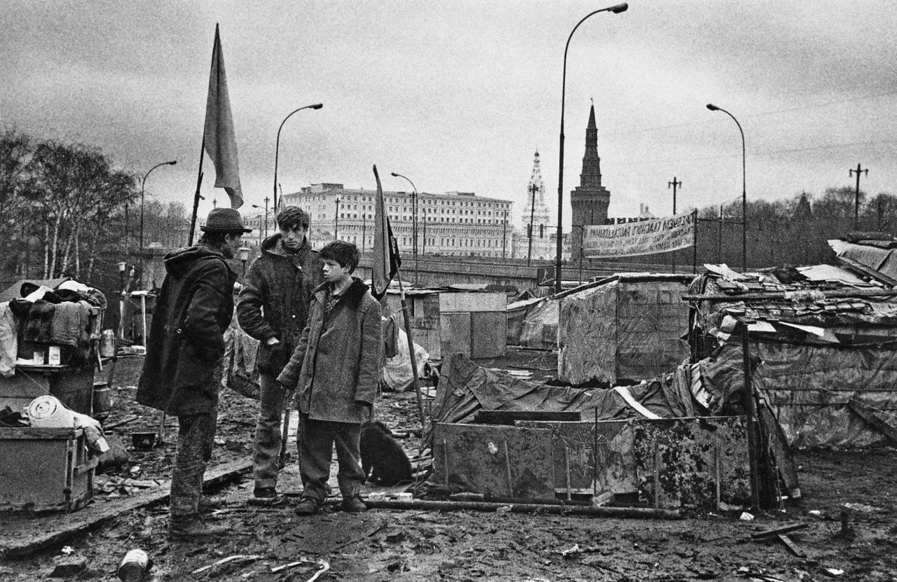 Москва. Палаточный городок ходоков на Съезд Советов. 1990