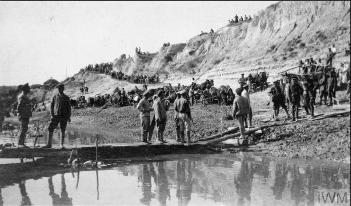 Донская армия и ее обоз на берегу реки Дон