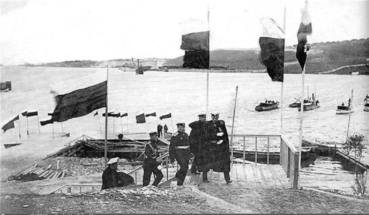 Прибытие командующего Черноморским флотом адмирала А.В.Колчака на открытие Морского корпуса. 1916