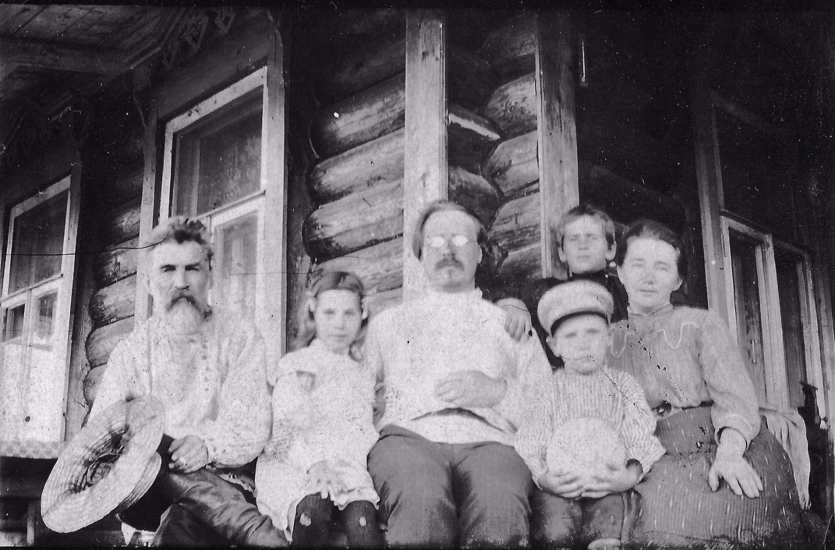 Горбунов П.И. с семьей