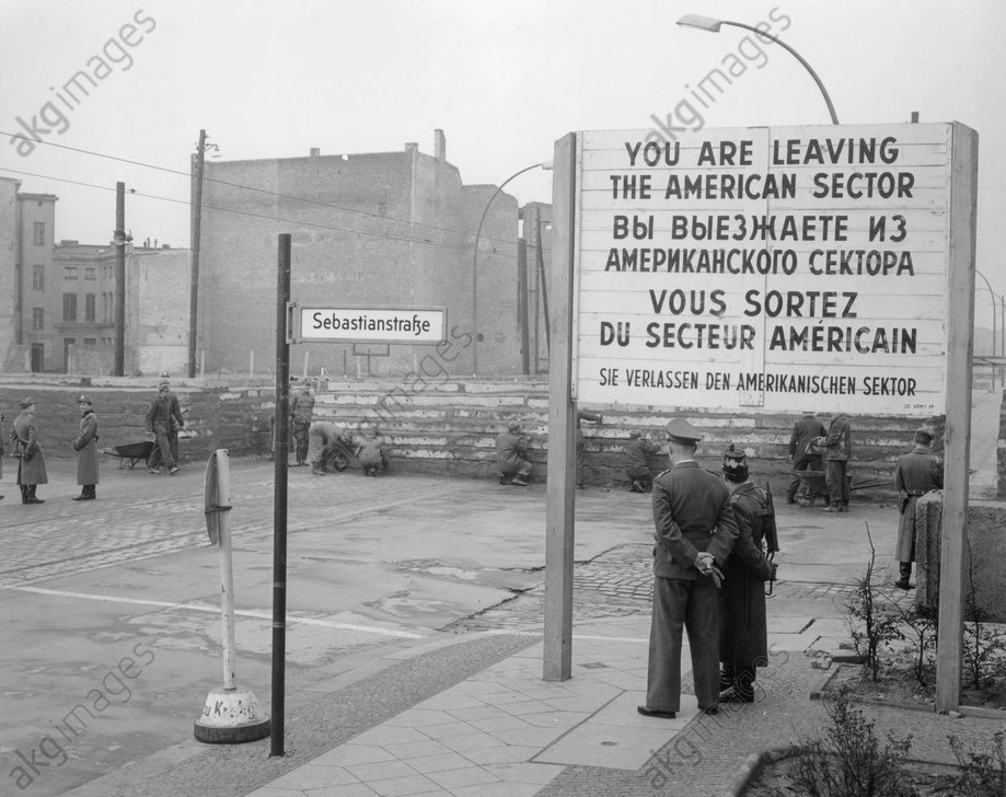 Berlin,Mauerbau Heinrich-Heine-Str/Foto - Building the Berlin Wall / 1961 - Berlin,Mur а la Heinrich-Heine-Str/Photo