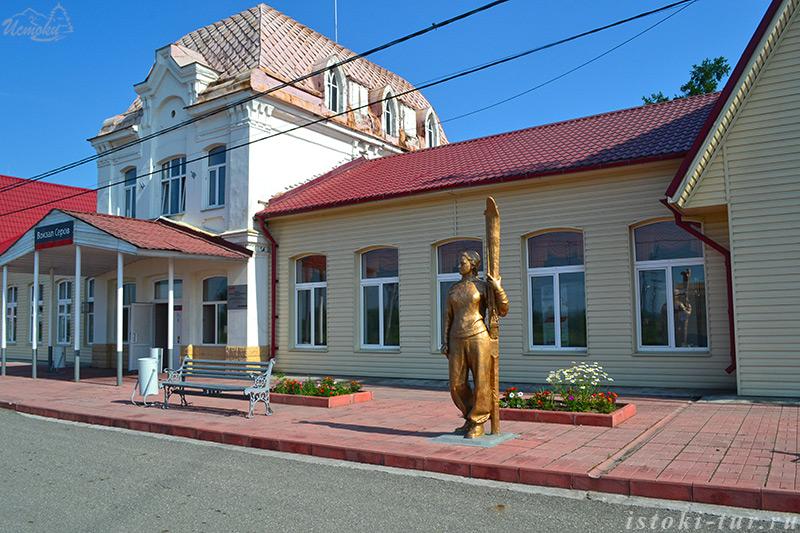 скульптура_лыжницы_skul'ptura_lyzhnitsy