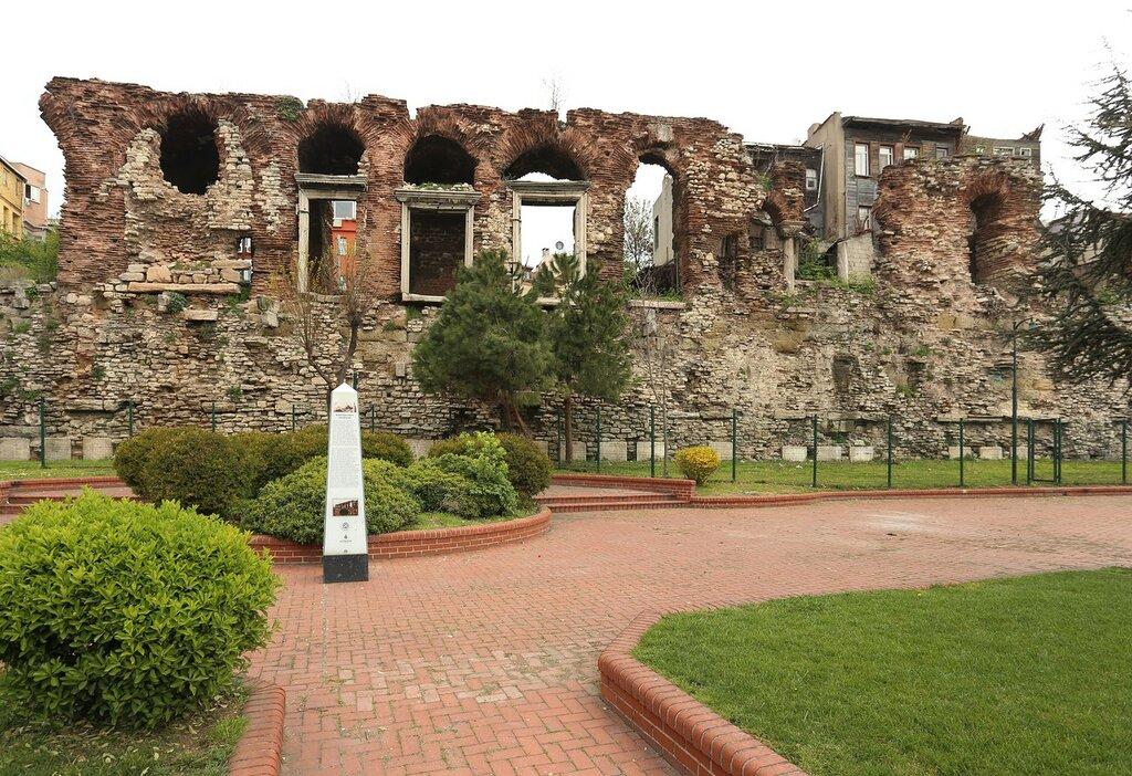 Стамбул. Руины византийского дворца Буколеон (Bukoleon Sarayı)