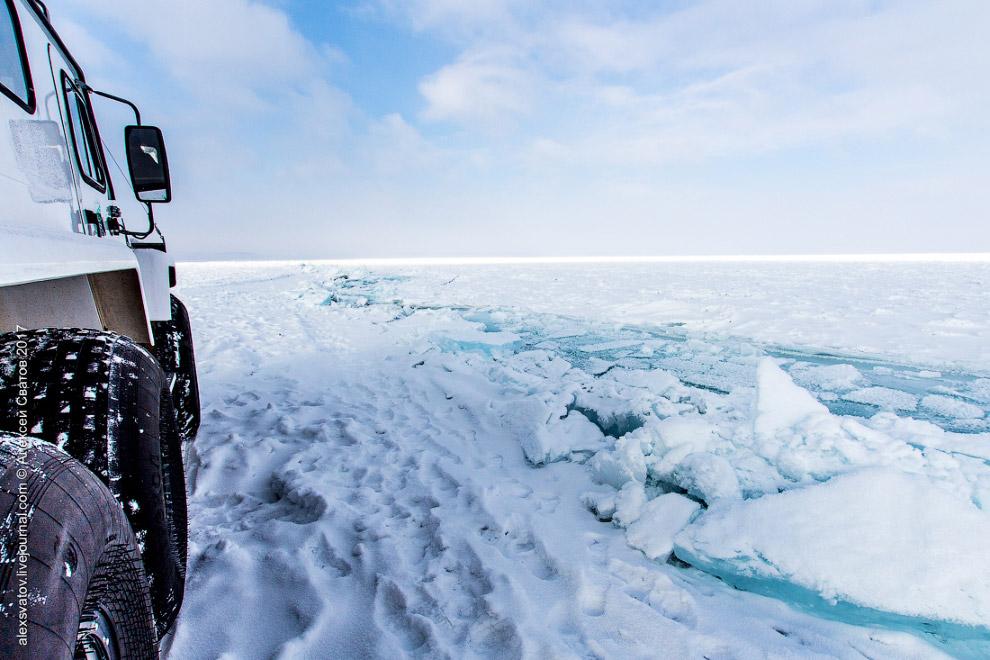 6. Чуть далее пошли торосы. Торосы — нагромождение обломков льда, до 10—20 метров в высоту, кот