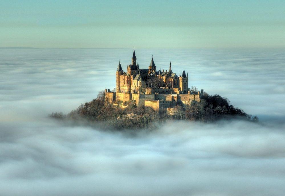 5. Замок Гогенцоллерн, Германия Этот замок расположен на вершине горы Гогенцоллерн высотой 2800 метр