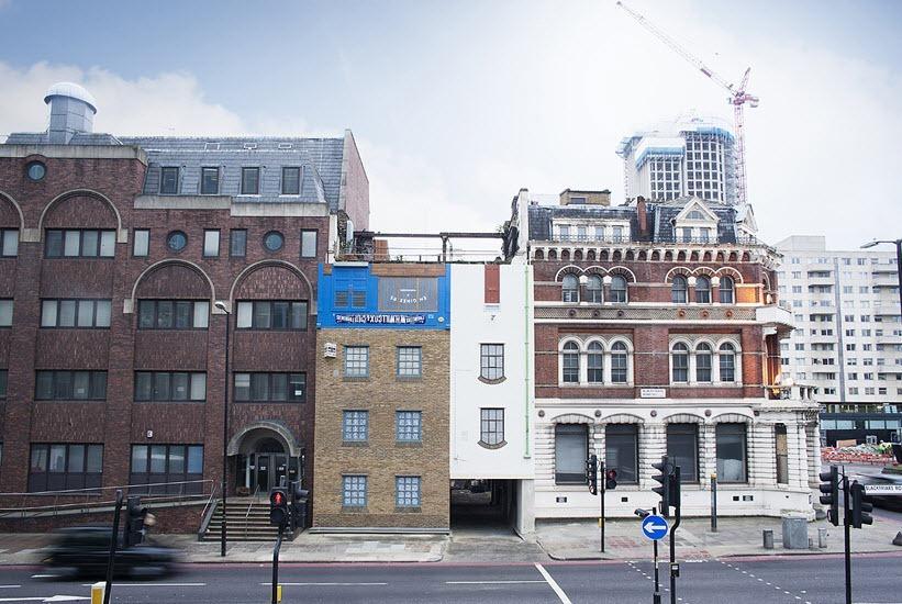 Это лондонское здание было построено в 1780 году и раньше служило конюшней: через его сквозную арку