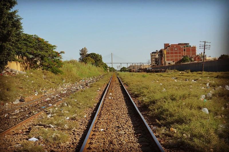 Не указывайте на мусор, в Египте, к сожалению, места возле железнодорожных и автовокзалов обычно зам