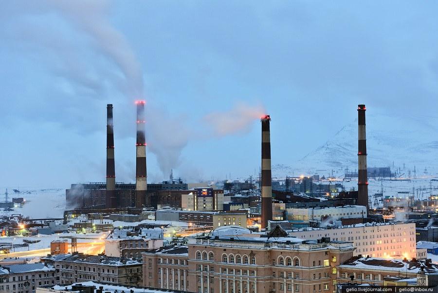 Гвардейская площадь и Ленинский проспект — главные площадь и улица города. В архитектуре многих