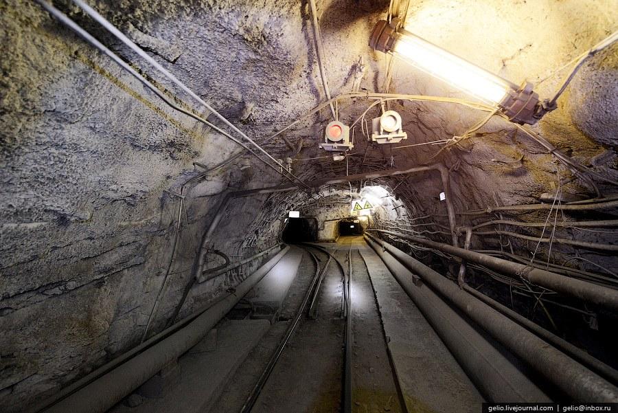 Подземные поезда приводятся в движение от электричества, которое подается через контактный пров