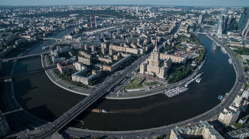 7. Велотрек «Крылатское» — спортивное сооружение в Москве, в районе Крылатское. Построен в 1979