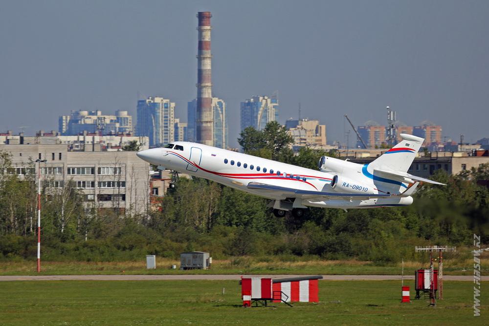 Dassault_Falcon_7X_RA-09010_Gazpromavia_1_LED_.JPG