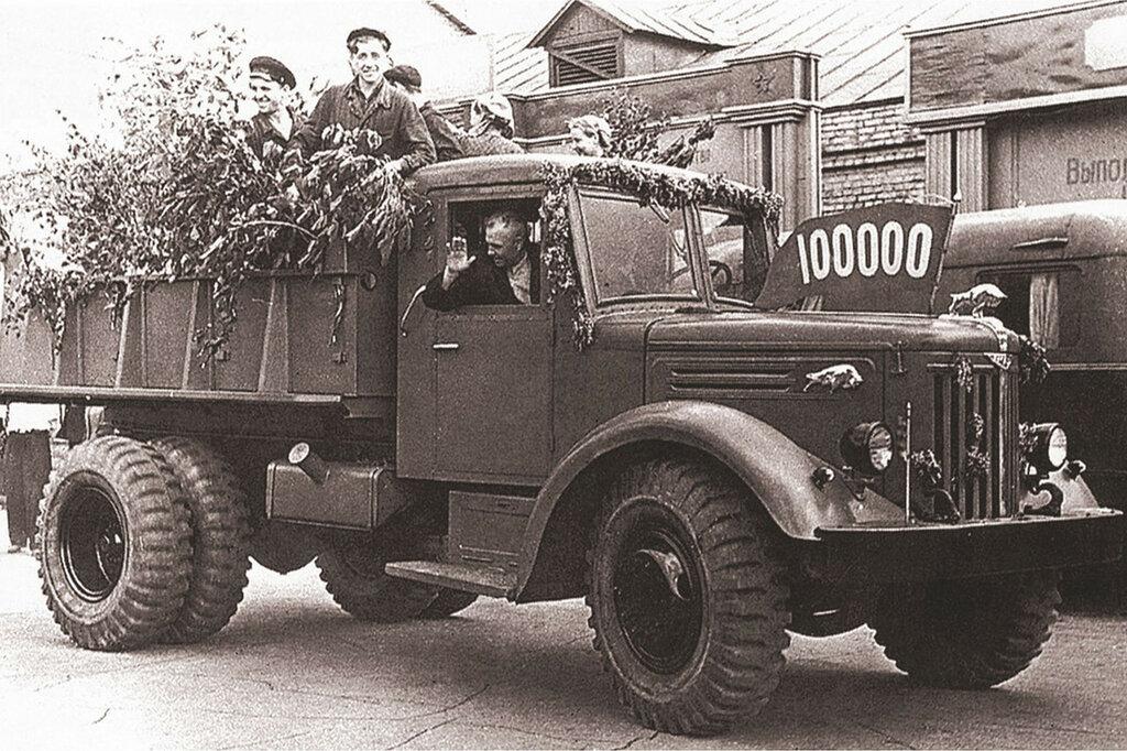 МАЗ-205-12-maz.jpg