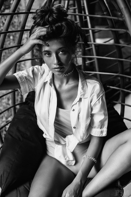 Raluca Elena Cojocaru by Soravit Lertphiphat - PSM Magazine