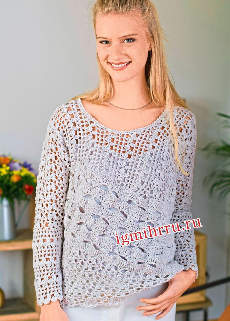 Светло-серый пуловер с миксом ажурных узоров. Вязание крючком