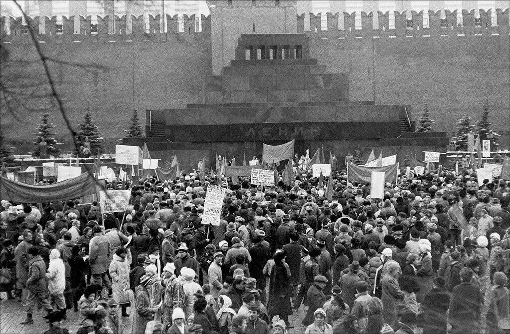 Митинг протеста на Красной площади, 1993 год. Фото © Игорь Стомахин.jpg