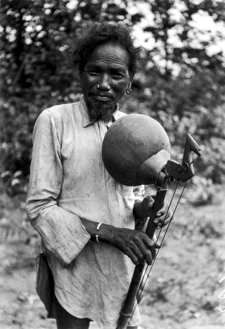 756. Орисса. Мужчина со струнным инструментом