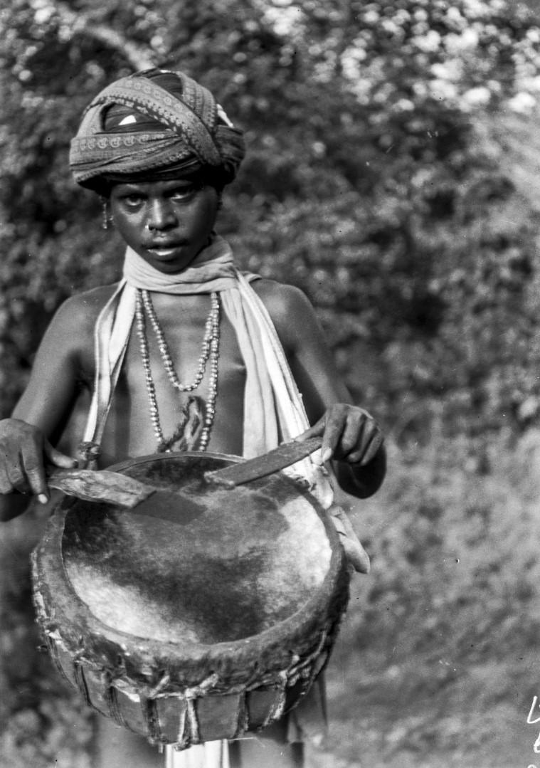 759. Орисса. Мужчина с барабаном