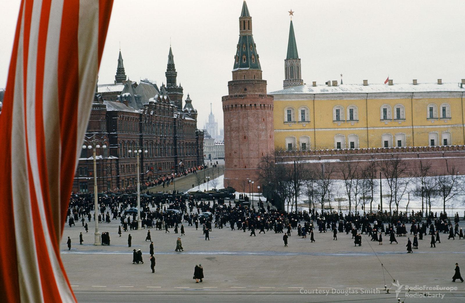 Манежная площадь после похорон Сталина