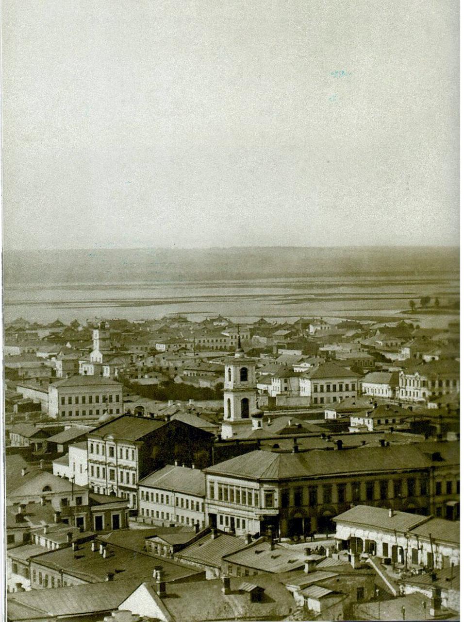 1880-е. Колокольня Вознесенской церкви, далее виднеется каланча при 6 полицейской части