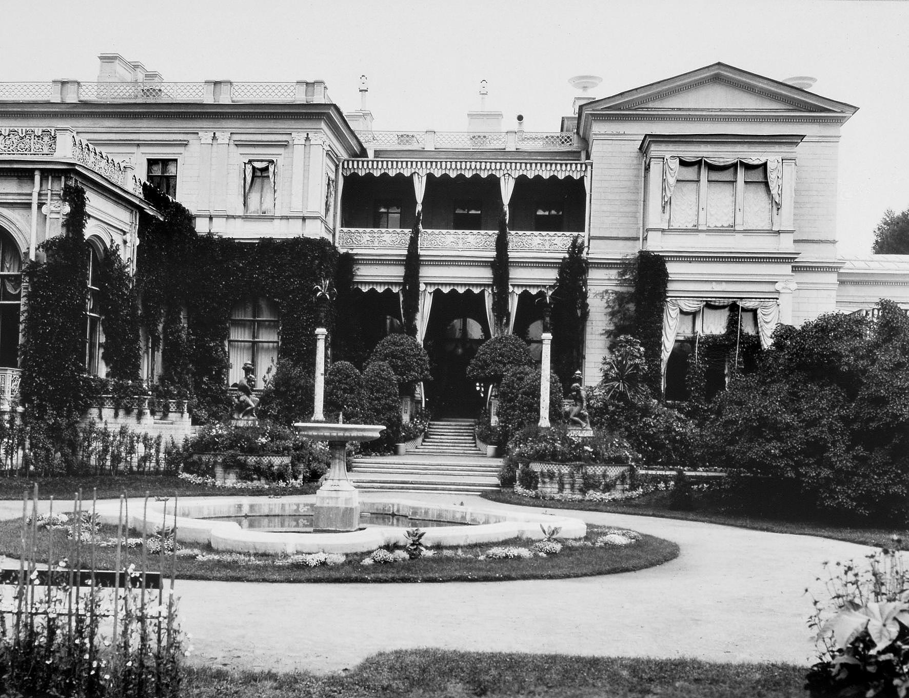 Дворец в Михайловке. 1880-е