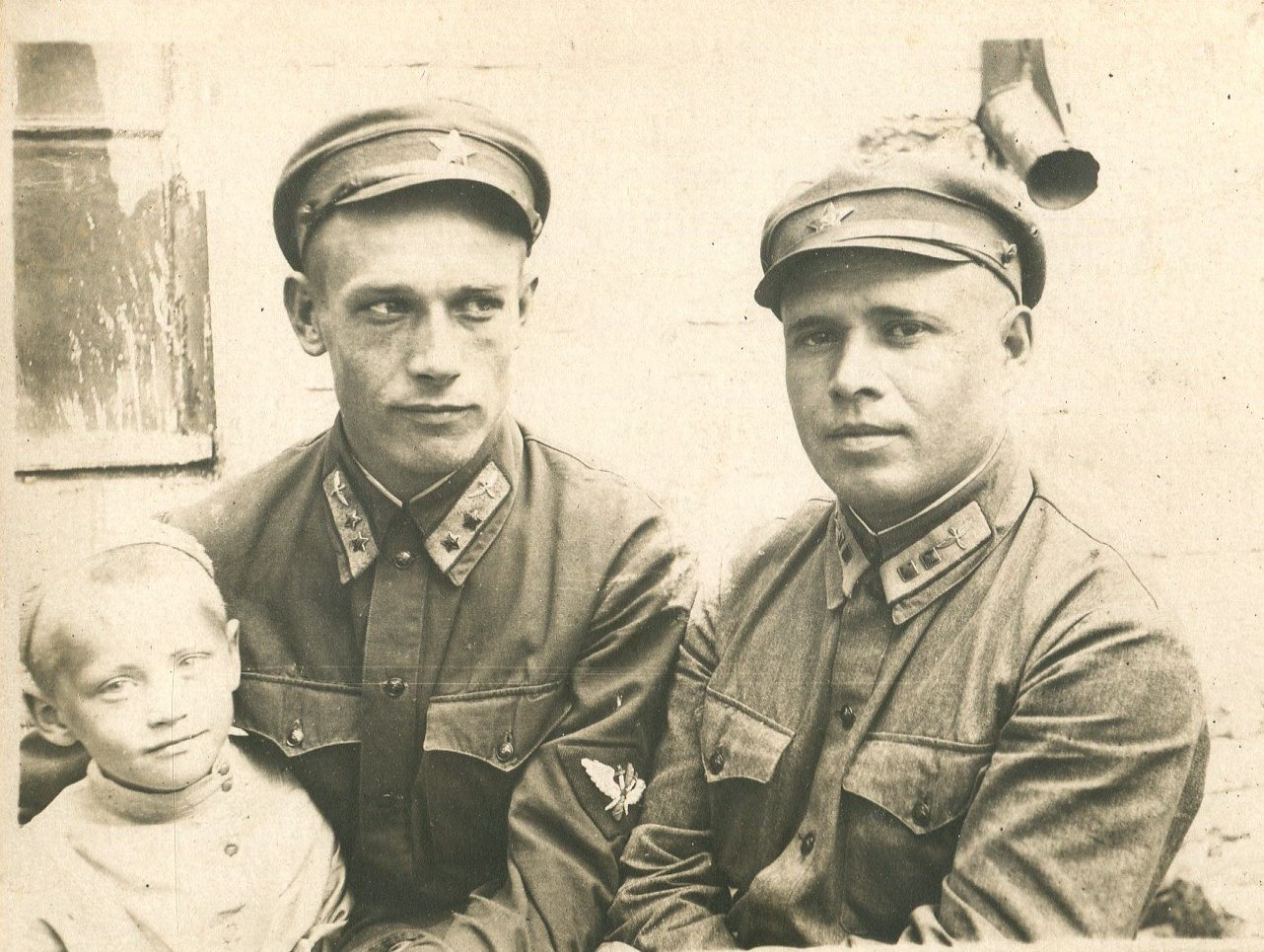 1935. Первые командиры звеньев аэроклуба. Русаков и А.Я. Трухачев