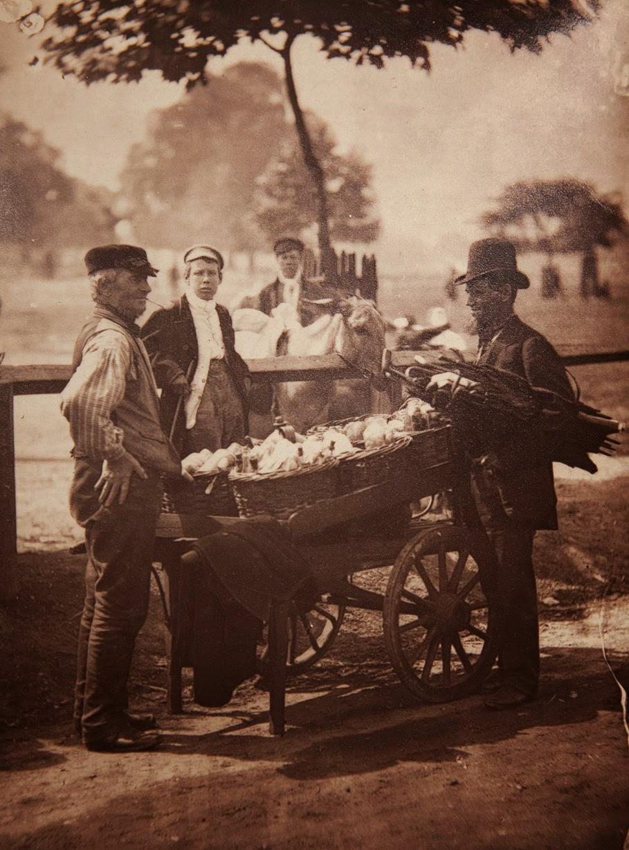 1877. Уличный лудильщик и торговец имбирным пивом