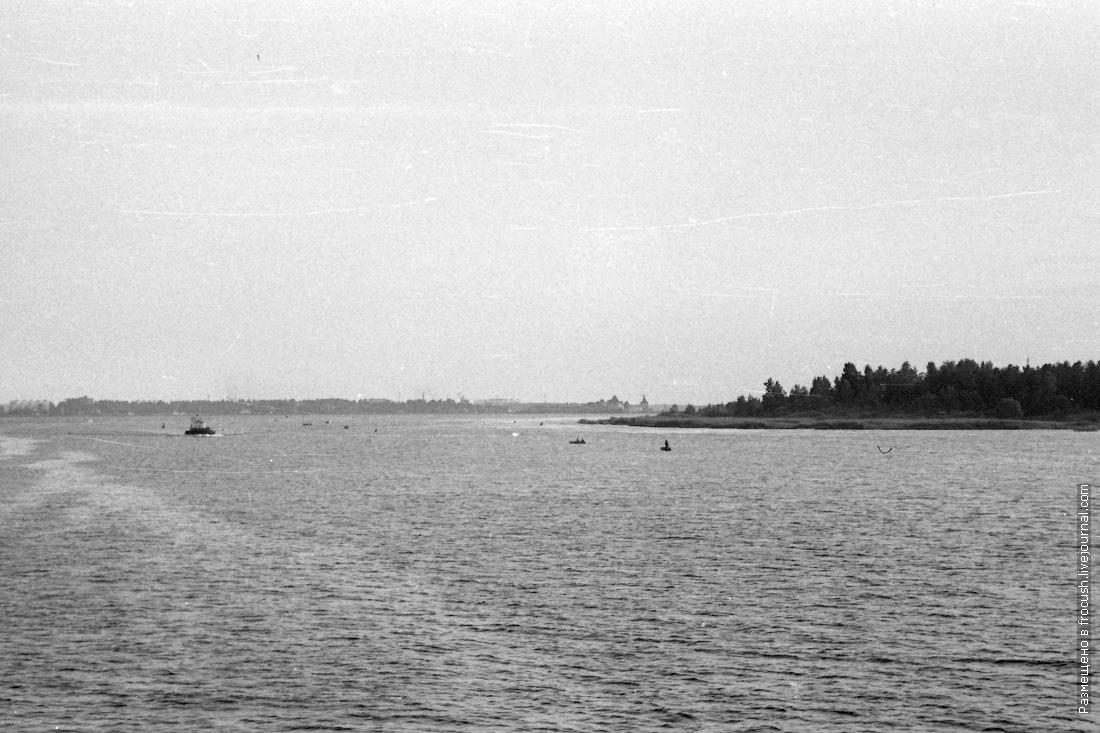 Вход из Ладожского озера в Неву. Кошкинский фарватер. На горизонте крепость Орешек