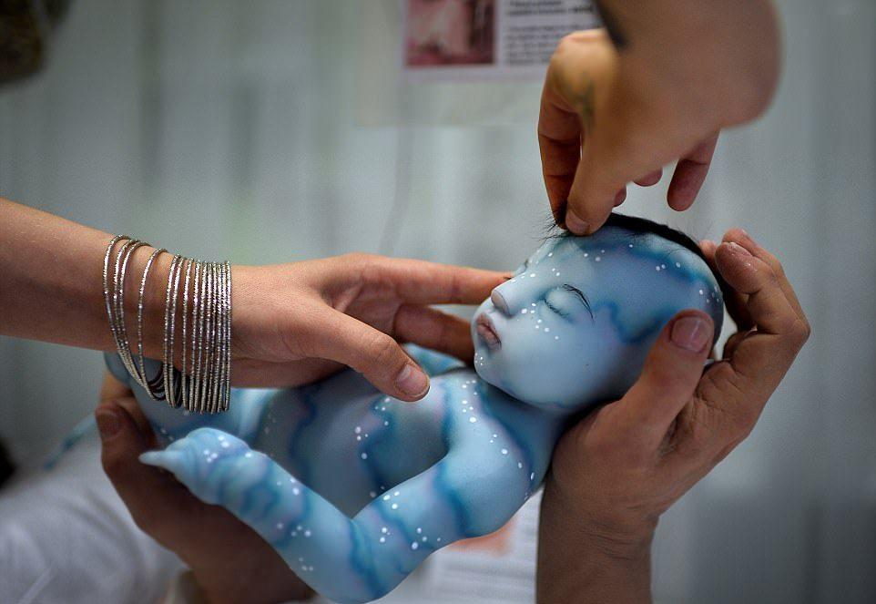 Жуткие или милые? Выставка реалистичных кукол в Испании