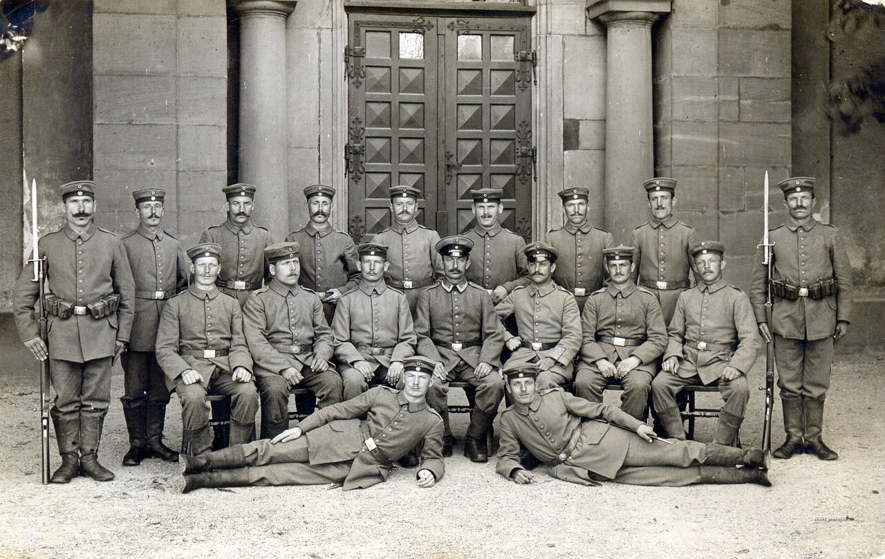 Nothing on reverse.<i>Gruppenbild</i> depicting NCOs and ORs* from Landsturm Infanterie Ersatz Bataillon 'Rastatt outside an elaborate doorway.Although undated, their uniforms indicate this picture has been taken around 1915. All men a