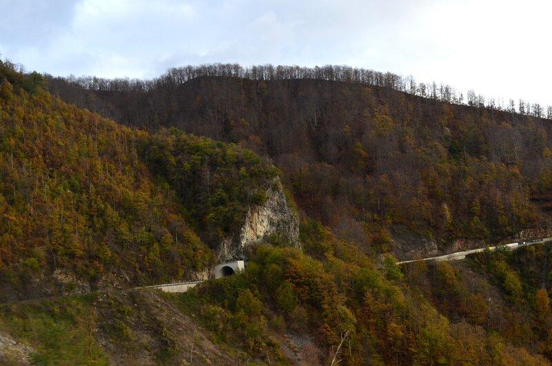 каньон реки Морача на севере Черногории