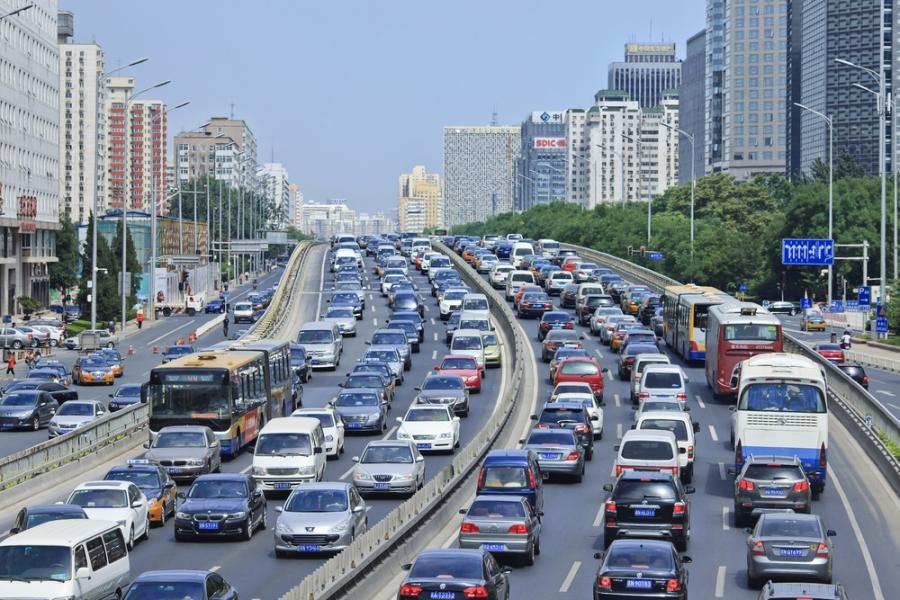 6. Путешествовать на автомобиле по Китаю непросто, ведь поначалу в обязательном порядке придется пол