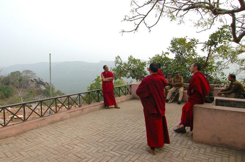 Солдаты и Монахи