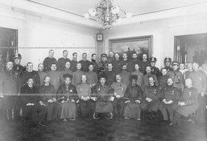 Группа офицеров полка и представителей монгольской делегации.