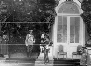 Император Николай II , министр двора В.Б.Фредерикс во время парада Уланского полка у Екатерининского дворца.