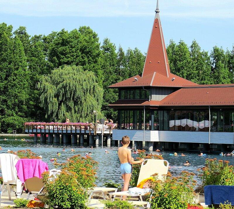 Купальня на озере