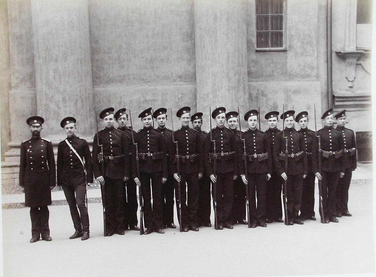 03. Группа пажей - воспитанников корпуса - с оружием в строю перед началом занятий