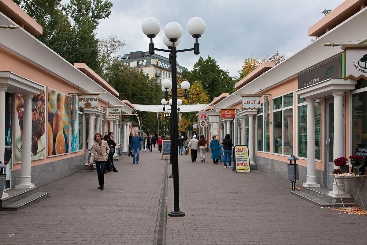 Торговые ряды у метро Кропоткинская