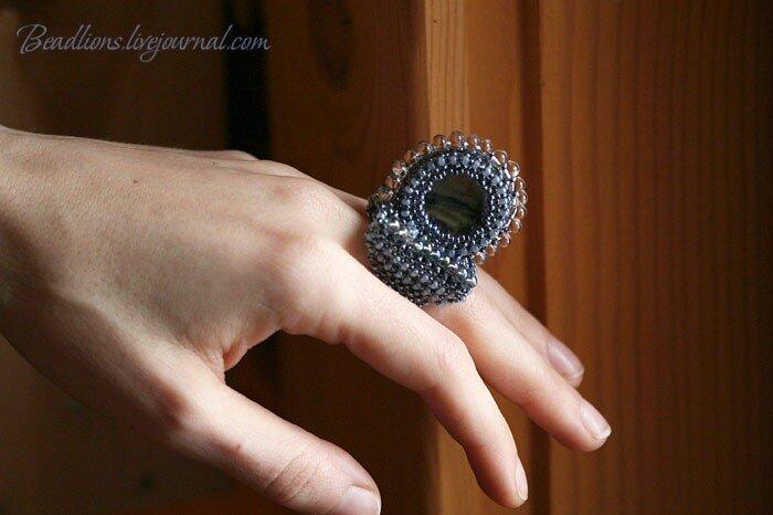 Необычные кольца из бисера - фото.
