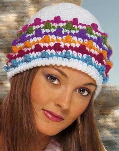 яркая вязаная зимняя шапка