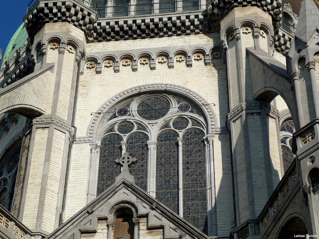 Фрагмент церкви сбоку.
