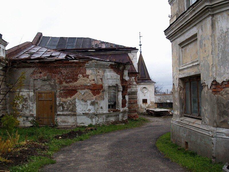 Вход во двор особняка Локалова