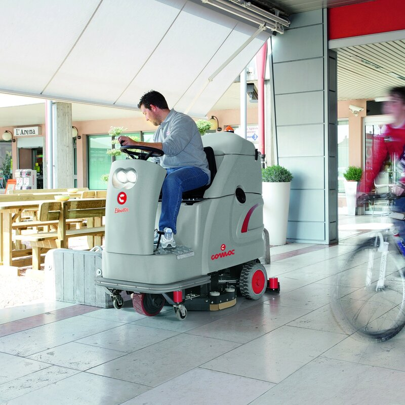 Comac фото уборка торговый центр поломоечная машина комак