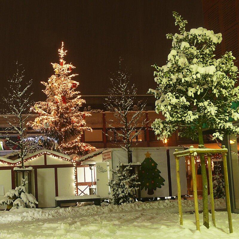 предрождественский город...
