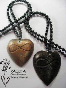 кулоны «бесконечность любви» в светлом и тёмном варианте