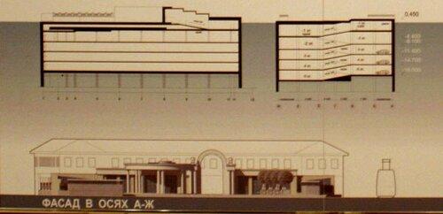Вид на гостиницу XIX века закрыт новыми зданиями парковочного комплекса.