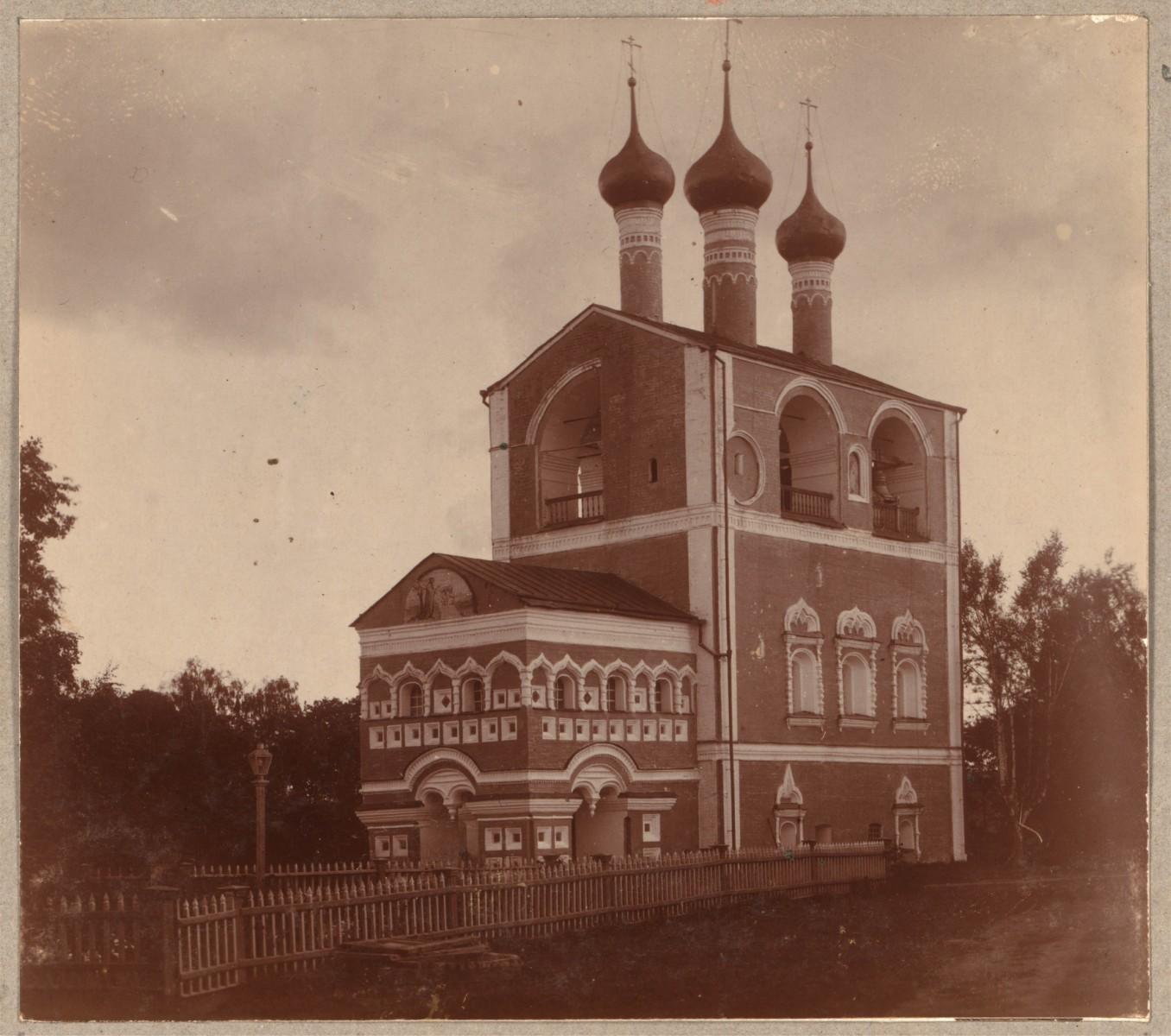 Колокольня Борисоглебского монастыря с запада